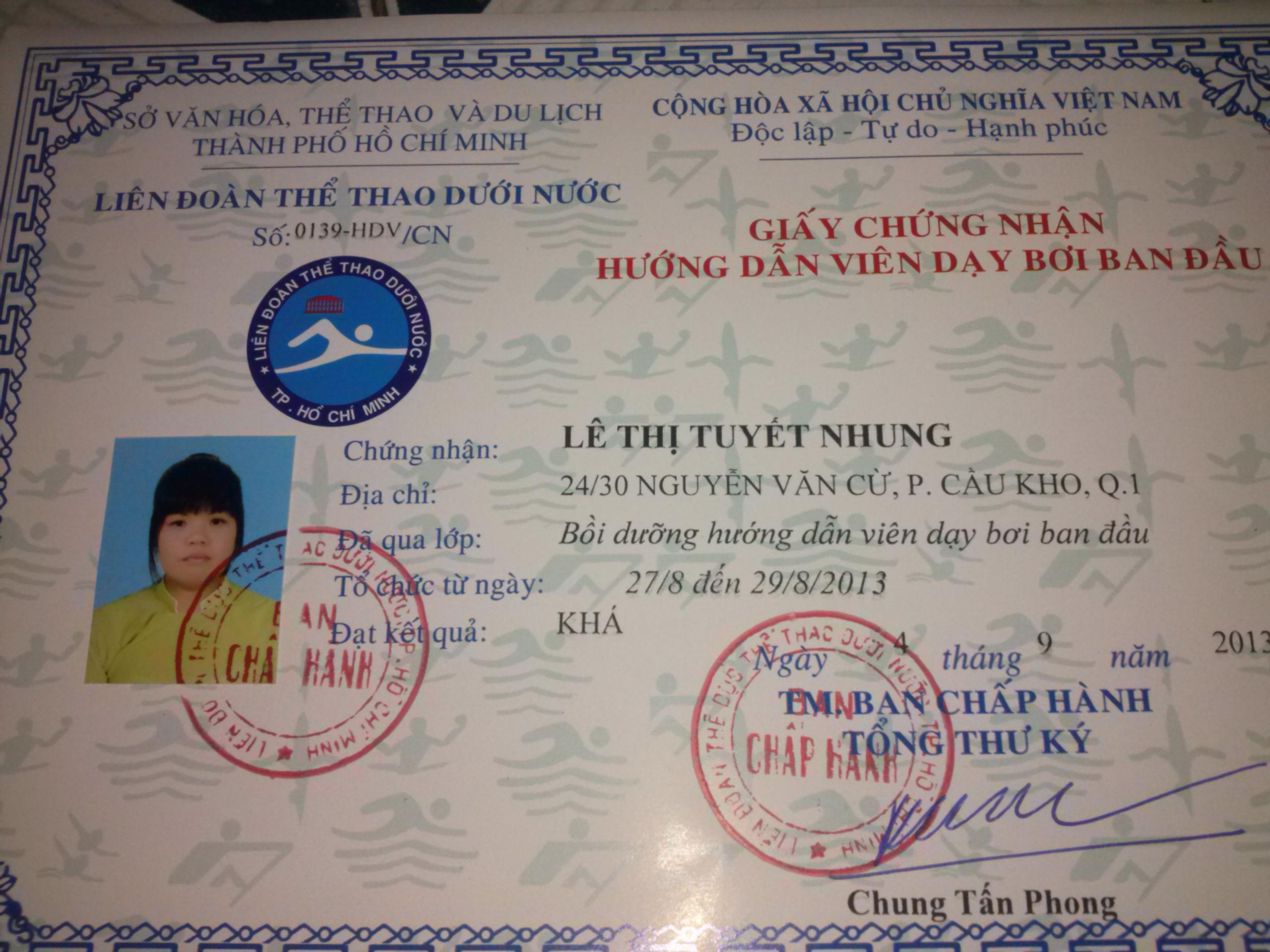 Cô Nhung là giáo viên dạy bơi