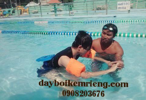 dạy bơi kèm